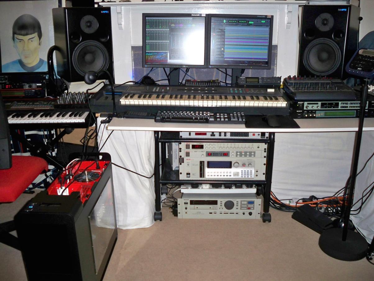 Studio Rack Desktop Hostgarcia
