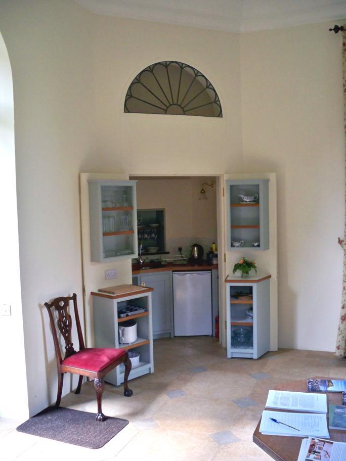 Anne S Kitchen Table